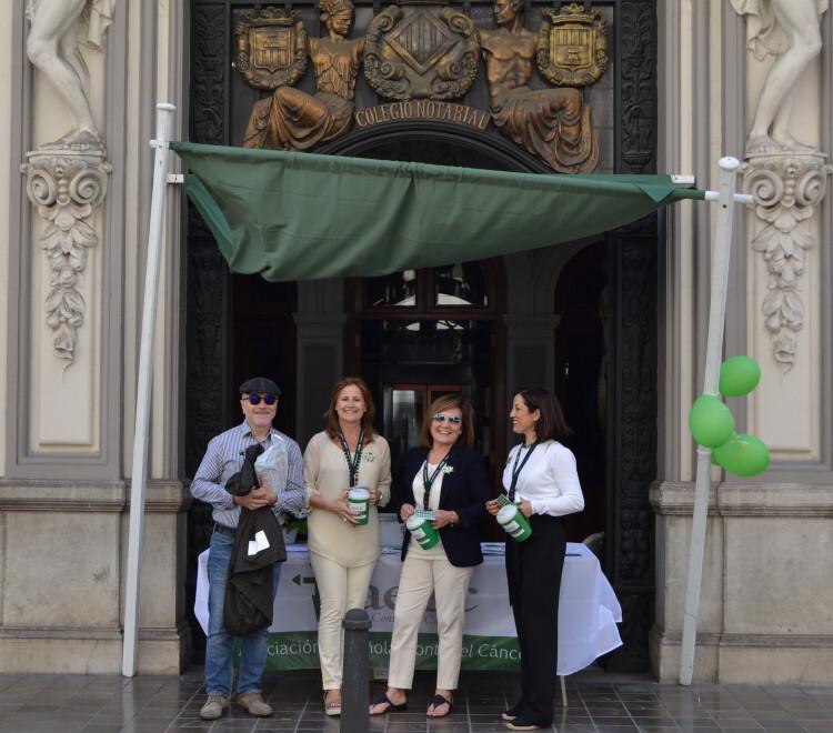 El Ilustre Colegio Notarial de Valencia se ha unido un año más a la lucha contra el Cáncer, participando en la Cuestación Anual que organiza la Asociación Española Contra el Cáncer en la capital