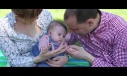 Hero Baby, al lado de padres y madres ciegos con el etiquetado en braille de sus productos