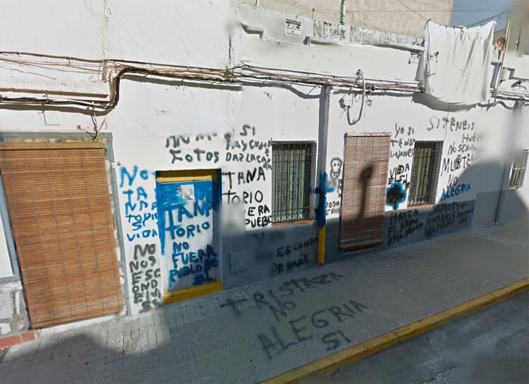 Mensajes de protesta en la calle Viriato contra el Tanatorio objeto de la retirada de licencia por el Ayuntamiento. Foto: Google