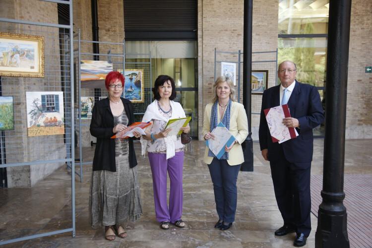 Ana Albert, con los ganadores de anteriores ediciones del Concurso de Pintura Ciudad de Valencia. Foto de archivo.
