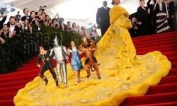 rihanna_amarilla Los mejores Memes del vestido amarillo de Rihanna (2)
