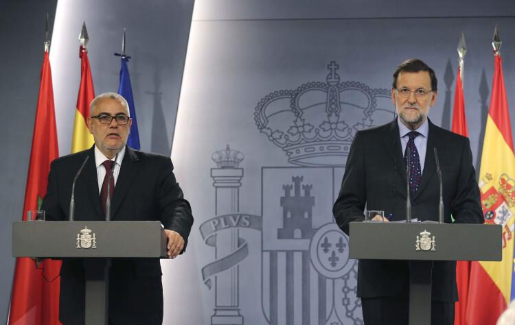 GRA370. MADRID, 05/06/2015.- El presidente del Gobierno, Mariano Rajoy (d), y su homólogo marroquí, Abdelilah Benkirán (i), durante la rueda de prensa conjunta ofrecida en el marco de la XI Reunión de Alto Nivel hispano-marroquí, la primera que se celebra en más de dos años y medio y en la que ambos países han analizado la evolución de las relaciones políticas, económicas, comerciales y culturales y abordarán el fenómeno de la inmigración. EFE/Ballesteros ***POOL***
