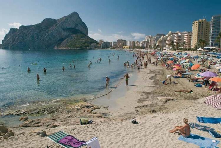 Calpe, playa de Levante. Foto de archivo.