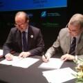 José Antonio Ávila, presidente del CECOVA, y Javier Soldevilla, director de la GNEAUPP, durante la firma del convenio