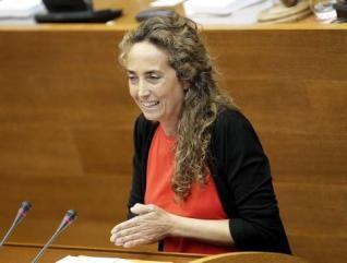 Carolina Punset durante su intervención en Les Corts Valencianes.