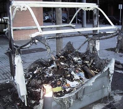 Contendedor quemado en una imagen de archivo.