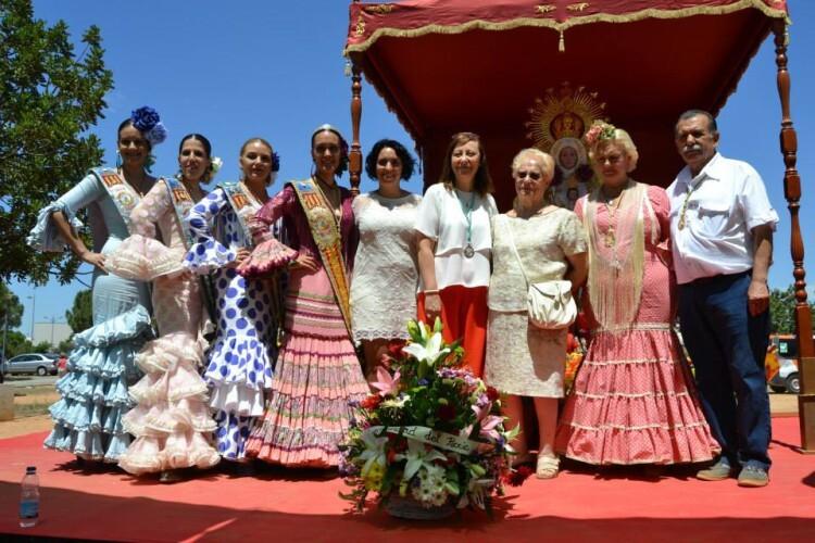 (DOMINGO 7) MISA DE CAMPAÑA. La Presidenta, Reina y Corte de Honor de FECACV, junto al Andaluz del Año 2015 y la Alcaldesa de Paterna y Corporación Municipal