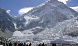 El Monte Everest desplazado tres centímetros hacia el suroeste