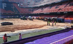 El estadio del Mestalla para la Monster Jam  (1)