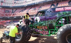 El estadio del Mestalla para la Monster Jam  (4)