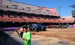 El estadio del Mestalla para la Monster Jam  (5)