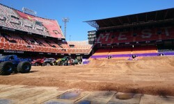 El estadio del Mestalla para la Monster Jam  (6)