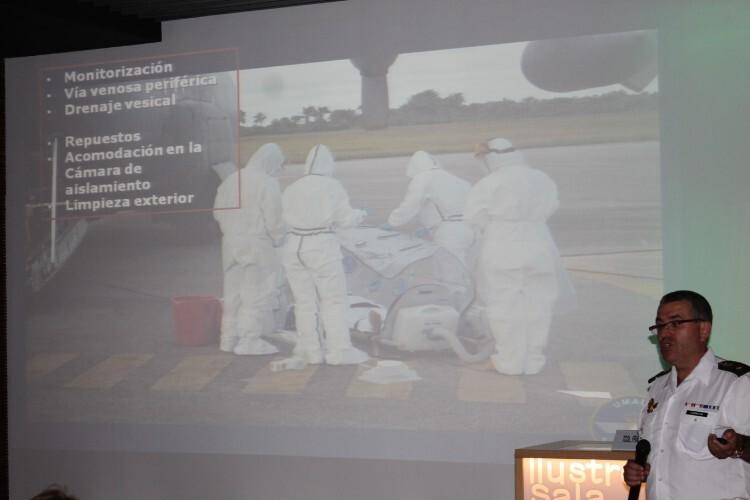 Explicación del comandante Cantalejo, al frente del traslado del Padre Miguel, afectado de ébola