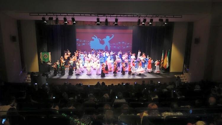 FECACV2015. X FESTIVAL CUADROS INFANTILES EN LA CV. Finalizó el festival con una sevillanas bailadas por todos los grupos participantes