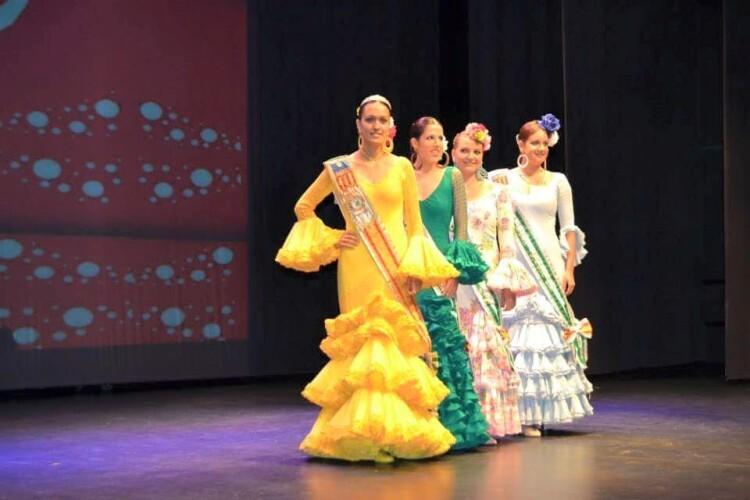 FECACV2015. X FESTIVAL CUADROS INFANTILES EN LA CV. La Reina y Corte de Honor de FECACV