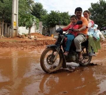 Familias ocupan zonas cada vez más próximas a la orilla del río (foto - efe)