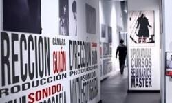 Foto de una exposición sobre cine.