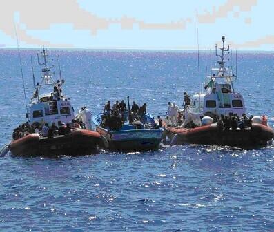 Inmigrantes rescatados por la Guardia Civil cerca de Lampedusa.