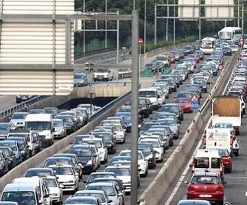 Julio y agosto concentran el 21,4 por ciento de los desplazamientos de vehículos de todo el año, pero también el 19 por ciento de los fallecidos.