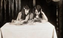 La increíble historia de las verdaderas hermanas siamesas Daisy y Violet Hilton (7)