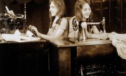 La increíble historia de las verdaderas hermanas siamesas Daisy y Violet Hilton (8)
