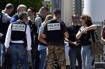 La policía llega a la fábrica de Saint-Quentin-Fallavier, donde se ha producido el ataque