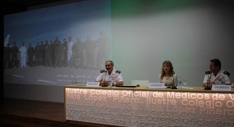La presidenta del ICOMV, Mercedes Hutado y el Inspector General de Sanidad, General Santiago Coca, inaugurando la jornada