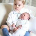 La realeza británica divulga las primeras fotos del príncipe George con su hermana Charlotte (1)