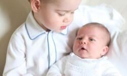 La realeza británica divulga las primeras fotos del príncipe George con su hermana Charlotte (3)