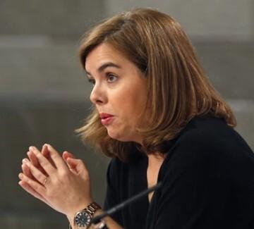 La vicepresidenta del Gobierno Soraya Sáenz de Santamaría en la Comisión de Asuntos Económicos.