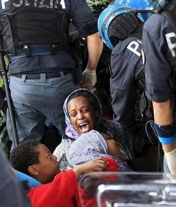 Las autoridades italinas se ven desbordadas por los acontecimientos.