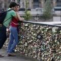 Los enamorados ya no podrán poner sus candados en el puente.