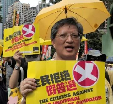 Los manifestantes acudieron con sombrillas y otros objetos amarillos que simbolizan el color del movimiento