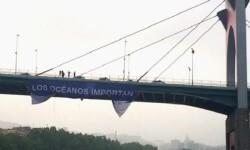 Pancarta desplegada por Greenpeace.
