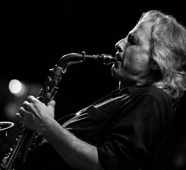 Perico Sambeat en una de su actuaciones en el  Jimmy Glass. (Foto-Antonio Porcar).