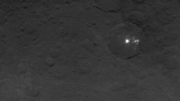 Planeta Ceres y una extraña estructura.