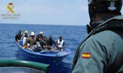 Rescatan a 589 inmigrantes en aguas italianas al sur de la isla de Lampedusa  2015-06-08_Rescate_inmigrantes_Rio_Segura_02 (1)