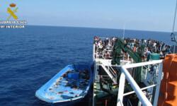 Rescatan a 589 inmigrantes en aguas italianas al sur de la isla de Lampedusa  2015-06-08_Rescate_inmigrantes_Rio_Segura_02 (10)