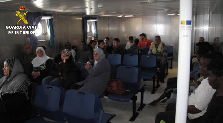 Rescatan a 589 inmigrantes en aguas italianas al sur de la isla de Lampedusa  2015-06-08_Rescate_inmigrantes_Rio_Segura_02 (12)