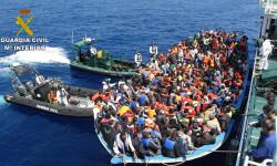 Rescatan a 589 inmigrantes en aguas italianas al sur de la isla de Lampedusa  2015-06-08_Rescate_inmigrantes_Rio_Segura_02 (2)