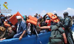 Rescatan a 589 inmigrantes en aguas italianas al sur de la isla de Lampedusa  2015-06-08_Rescate_inmigrantes_Rio_Segura_02 (3)