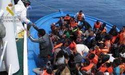 Rescatan a 589 inmigrantes en aguas italianas al sur de la isla de Lampedusa  2015-06-08_Rescate_inmigrantes_Rio_Segura_02 (5)