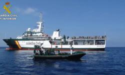 Rescatan a 589 inmigrantes en aguas italianas al sur de la isla de Lampedusa  2015-06-08_Rescate_inmigrantes_Rio_Segura_02 (6)