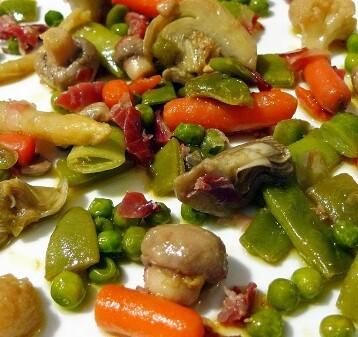 Revuelto de verduras fritas con aceite de oliva.