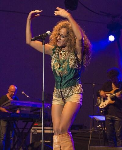 Rosario Flores en su concierto en Burjassot.