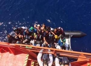 Una de las pateras rescatadas esta mañana por Salvamento Marítimo.