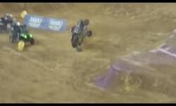 Carrera de buggies, accidentes, choques, caidas de los bugui en la Monster Jam
