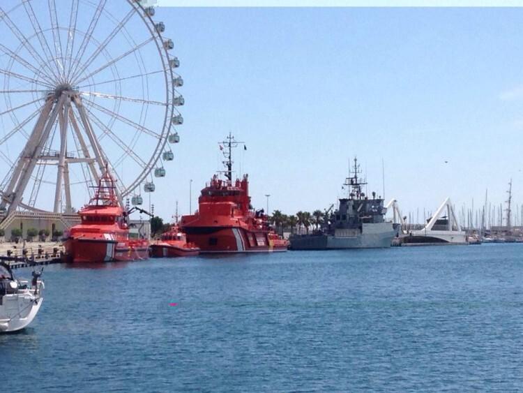 Aspecto de La Marina Real este domingo con las unidades de Salvamento Marítimo atracados en su muelle.