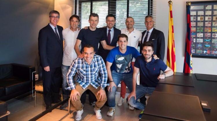 El equipo técnico de Luis Enrique, con Juan Carlos Unzúe al frente. Fotos: @fcbarcelona_es