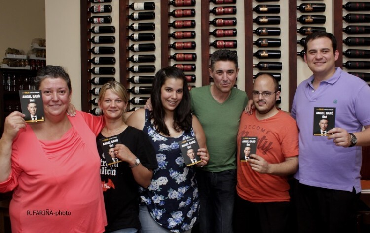 Ángel Garó junto a los profesionales que atienden el Restaurante Taplà. (Foto-R.Fariña-VLCNoticias).